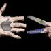 """Vėl """"Samsung"""" kandi reklama, siūlo atsinaujinti turintiems lėtą """"iPhone"""""""